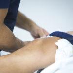 Unfallversicherung: Meniskusriss als versicherte erhöhte Kraftanstrengung